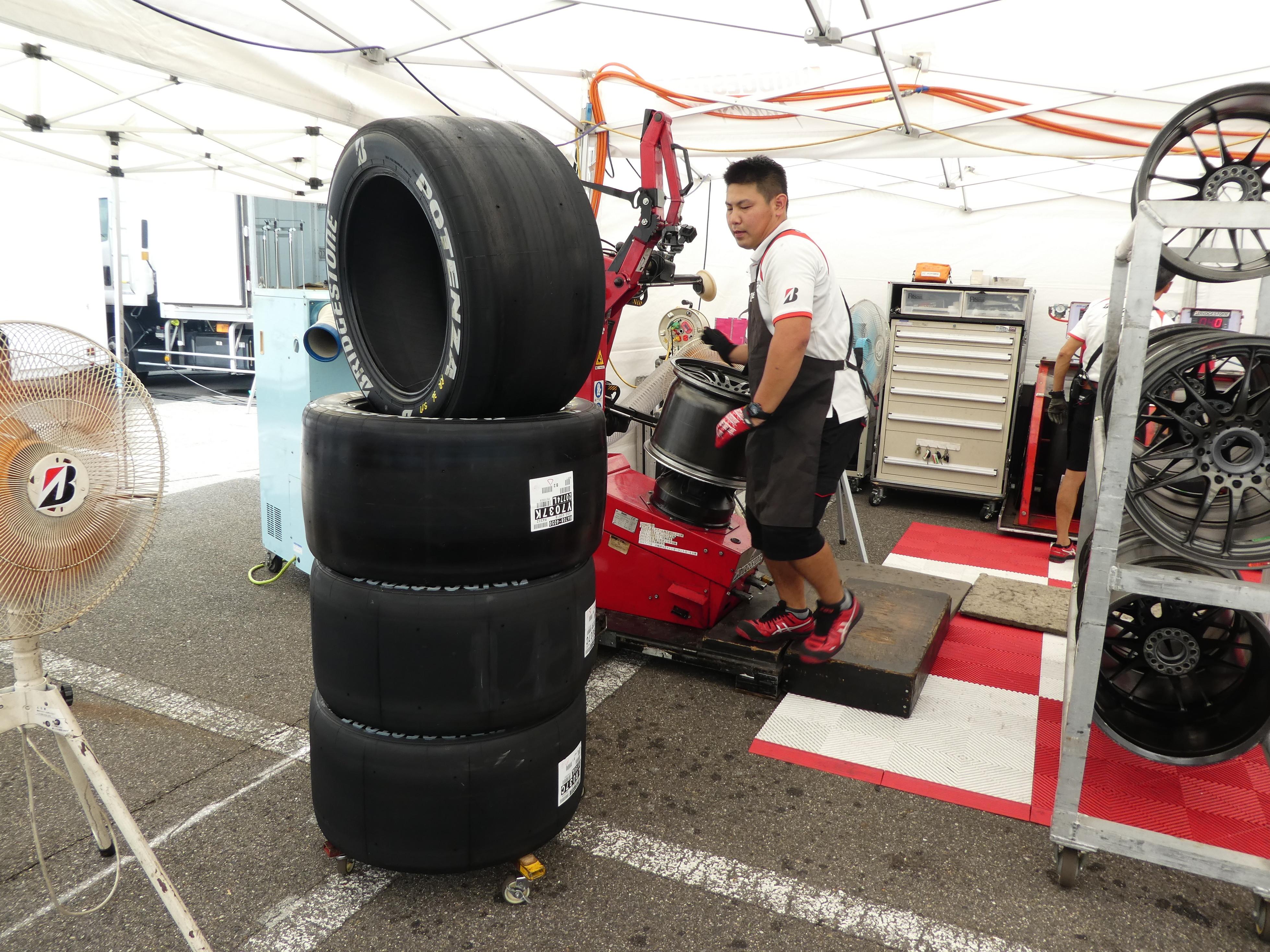 スーパーGTで見た!タイヤエンジニアのレースWEEK