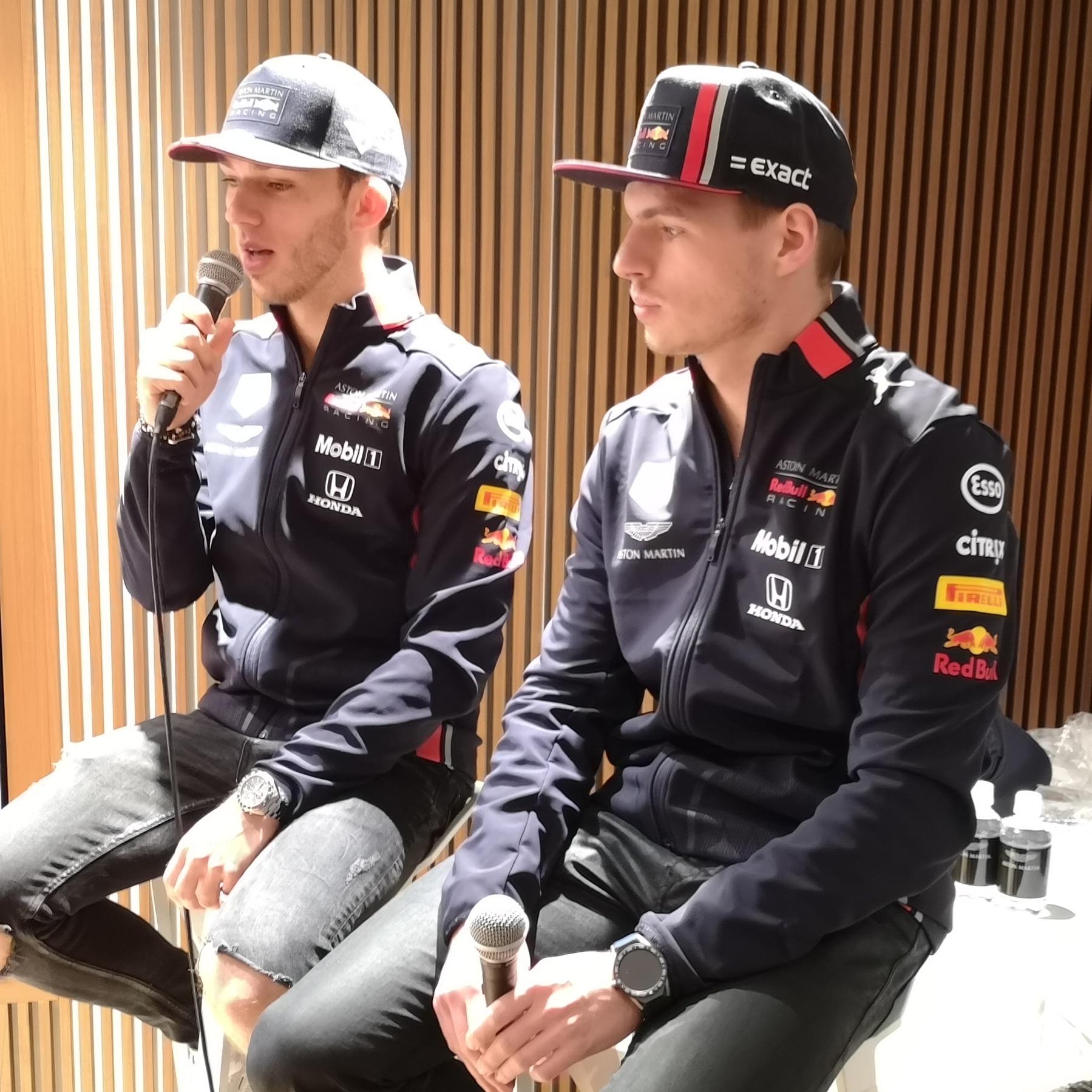 アストンマーティンが、F1開幕直前ファンイベントを開催! フェルスタッペンとガスリーも来場