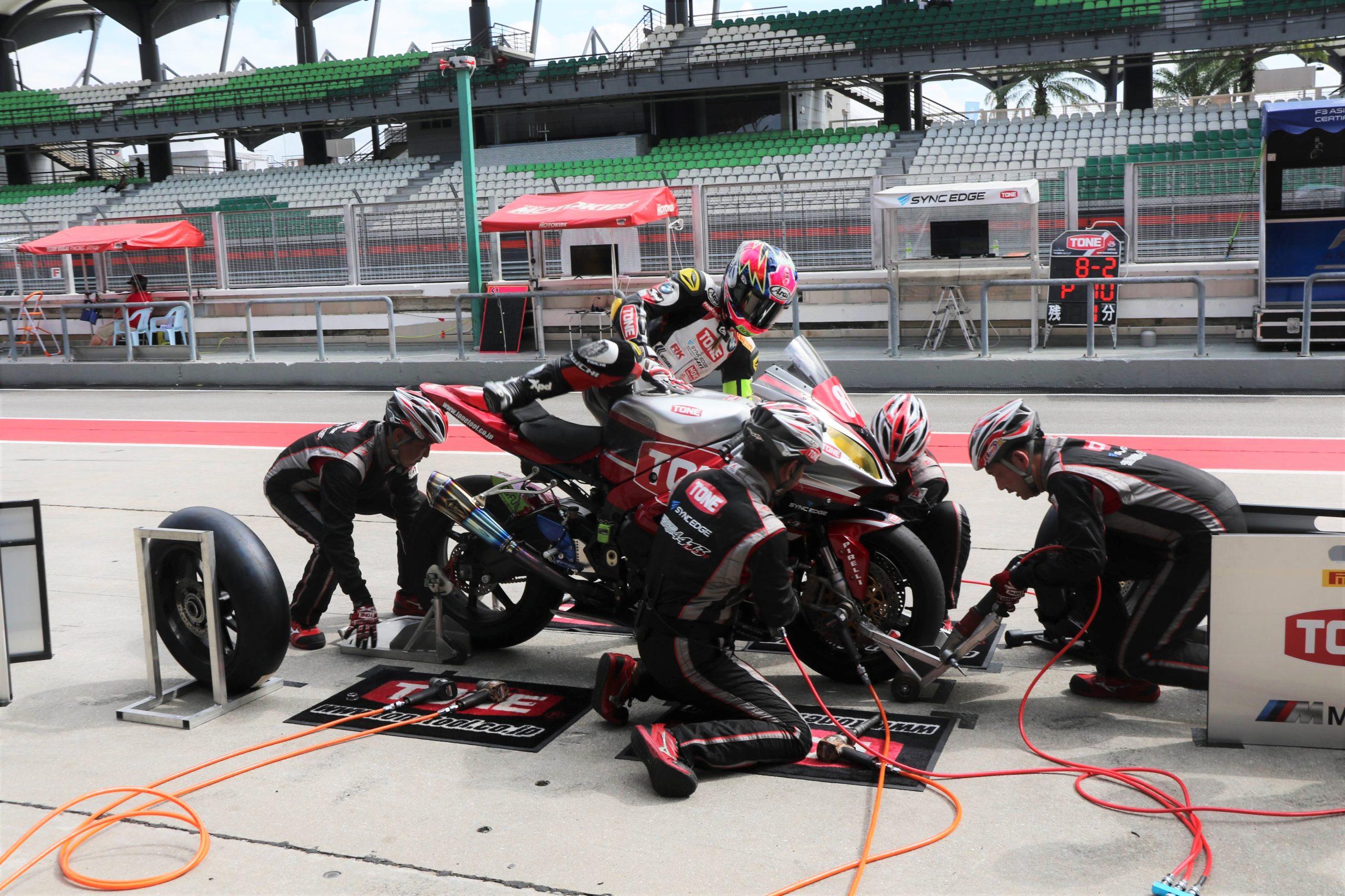 いったいなぜ? 鈴鹿8耐2020への参戦権を持つ日本チーム「TONE RT SYNCEDGE 4413 BMW」がセパン8耐に参戦した理由