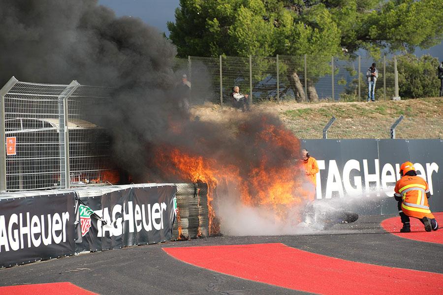 レース中にマシンが炎上! どう処理するの? レースオフィシャルの仕事に密着